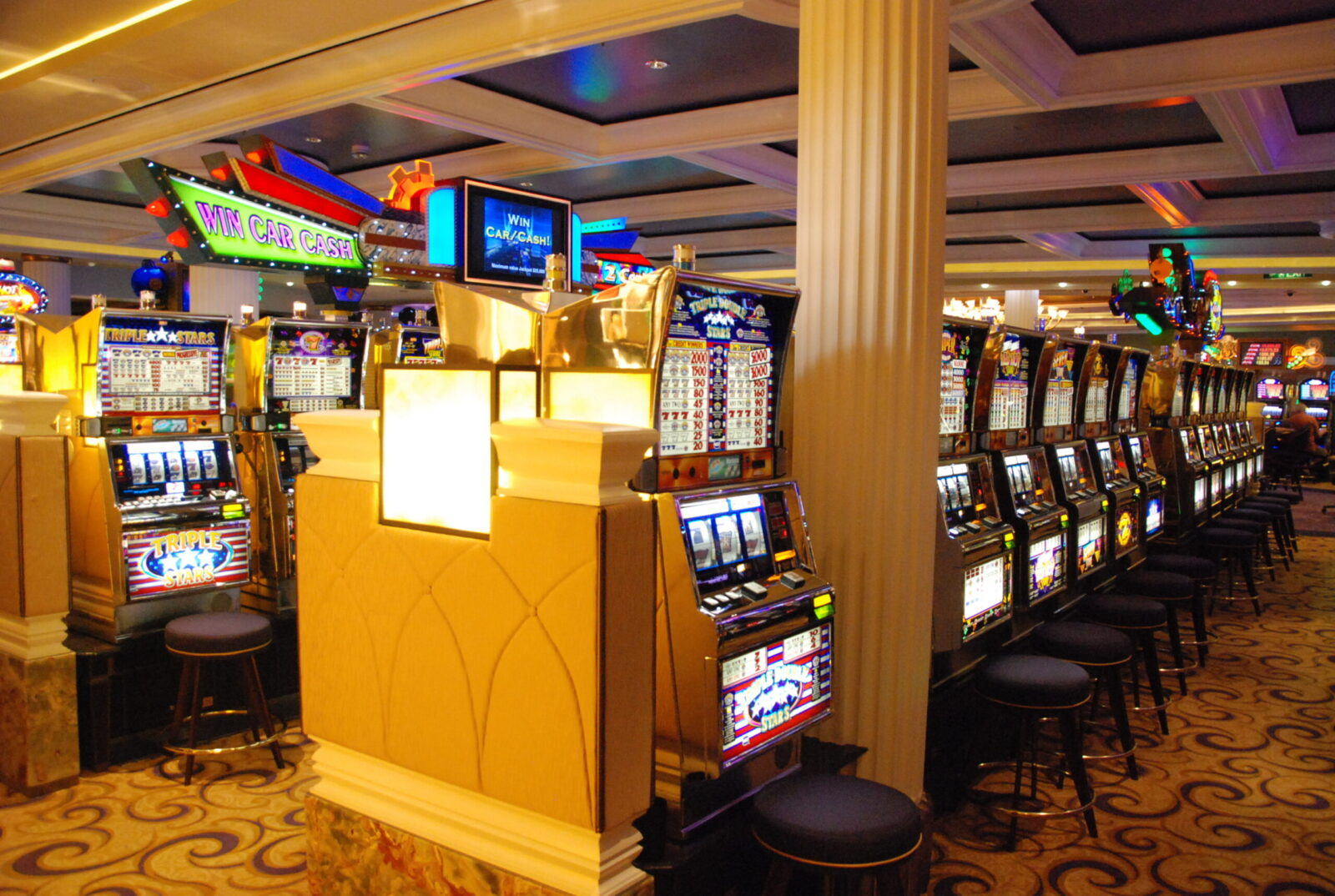 Ease of Gambling and Features of Online Casinos